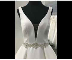 A-Linie, Prinzessinnen oder Vintage Brautkleider von Pronovi