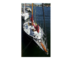 Schöne Segelyacht (Segelboot, Segelschiff aus Stahl, Stahlsc