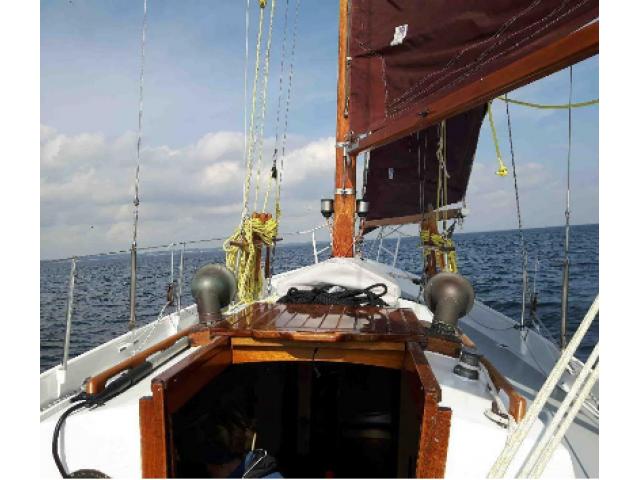 Schöne Segelyacht (Segelboot, Segelschiff aus Stahl, Stahlsc - 2/3