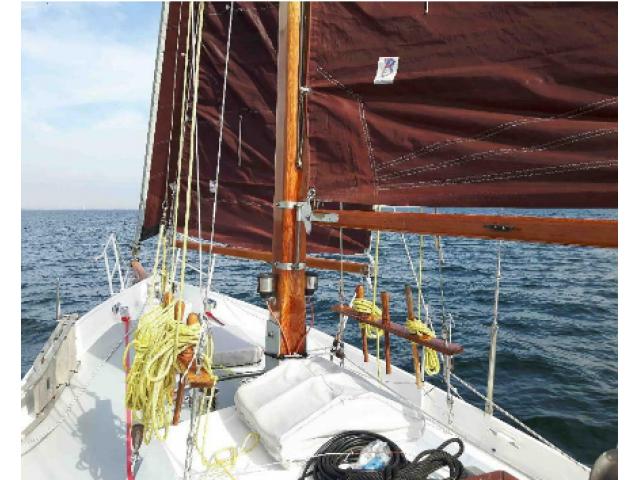 Schöne Segelyacht (Segelboot, Segelschiff aus Stahl, Stahlsc - 3/3