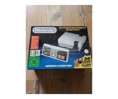 NES mini mit ca.800 Spiele und 2 Controller.