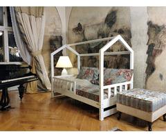 Hausbett Bella mit Barrieren aus Holz 120 x 60 cm