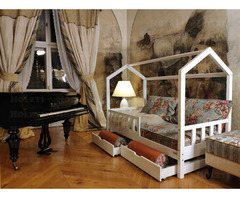Hausbett Bella mit Sicherheitsbarrieren und Schubladen