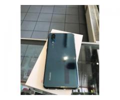 Huawei P20 neuwertig mit Garantie blau