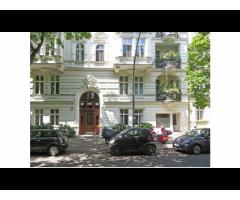 SCHÖNE STUCKWOHNUNG - TERRASSE - 2 EINGÄNGE - NAHE WINTERFEL