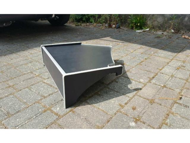Scania Tisch - 1/2