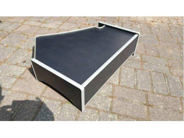 Scania Tisch - 2/2