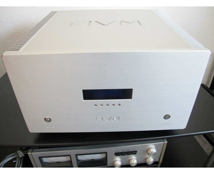 AVM Ovation SA8.2 High End Endstufe in silber Top - 1/3