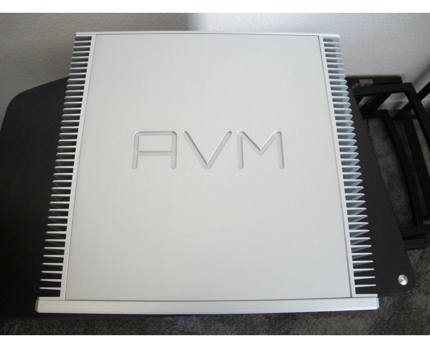 AVM Ovation SA8.2 High End Endstufe in silber Top - 2/3